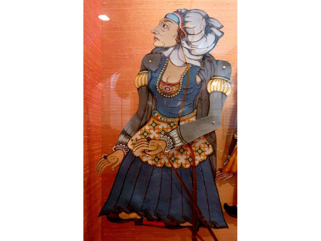 Charlotte-de-Bourbon-3rd-wife-vitrine-Delft.jpg
