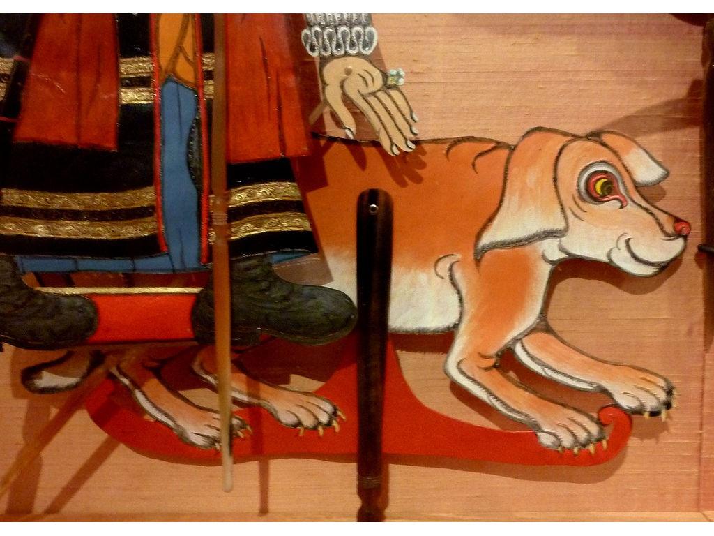 Pompey-dog-vs-1-vitrine-Delft.jpg