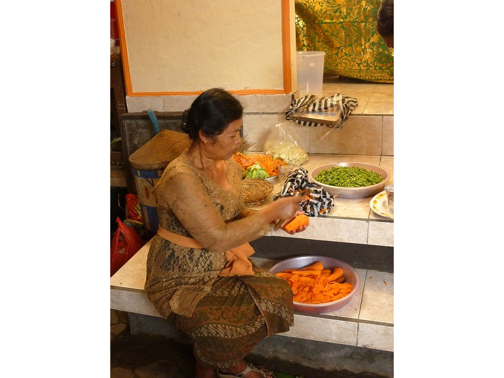 carrots-cutting-woman.jpg