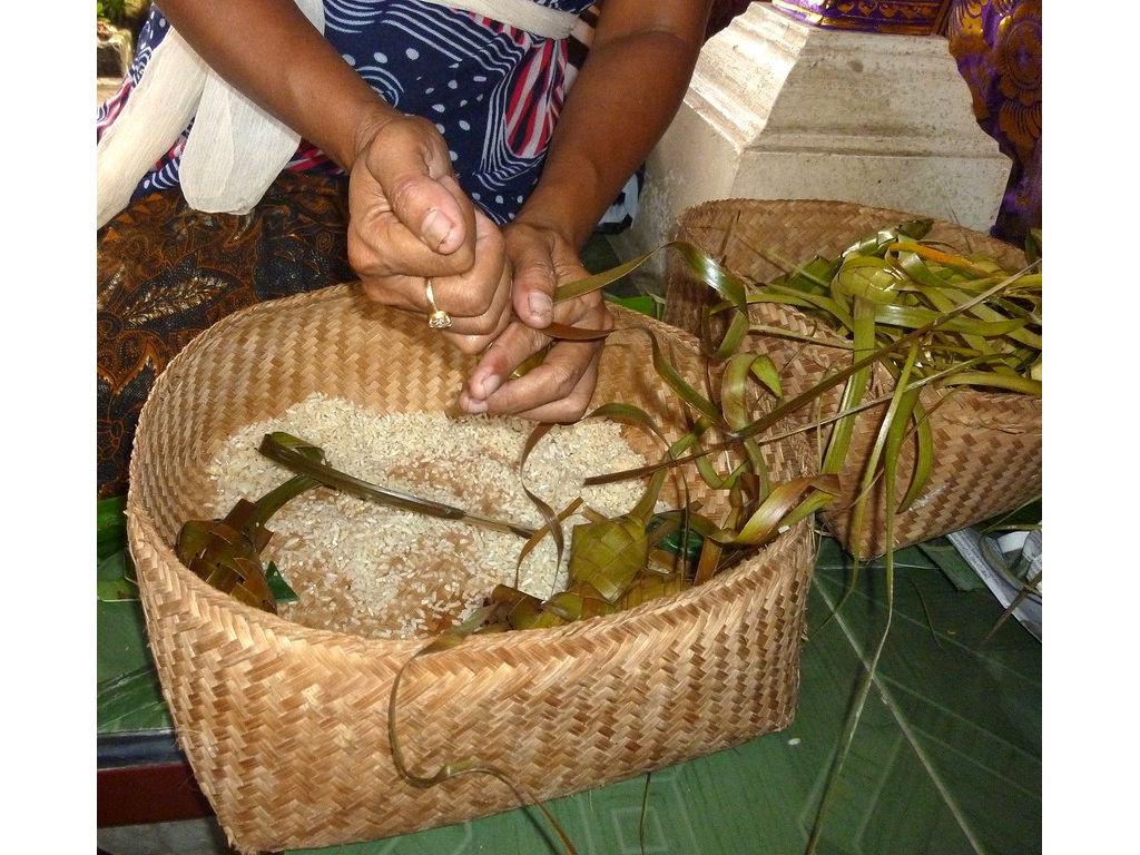 ketipat-rice-filling-4.11.11-3.jpg