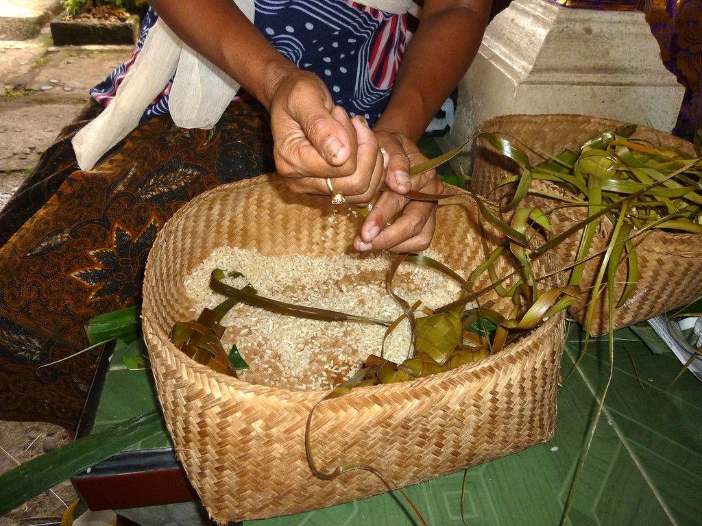 ketipat-rice-filling-4.11.11-4.jpg
