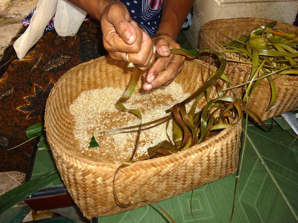 ketipat-rice-filling-4.11.11-5.jpg