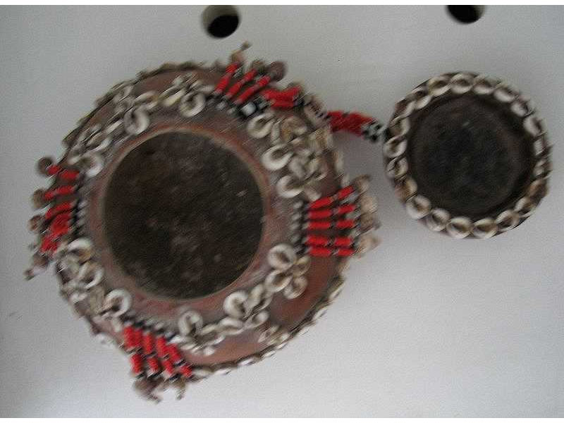betellimebox-timor-beads-caurishells-open.jpg