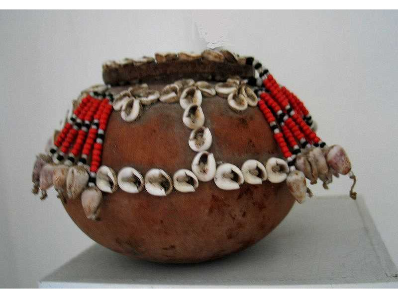 betellimebox-timor-beads-caurishells.jpg