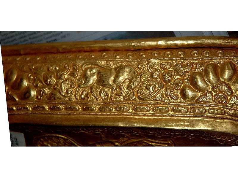 lelancang-gold-bull-flower-ornament.jpg