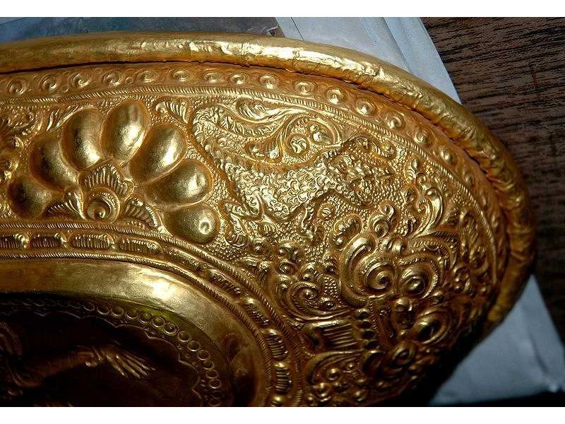 lelancang-gold-flower-ornament-crocodile.jpg