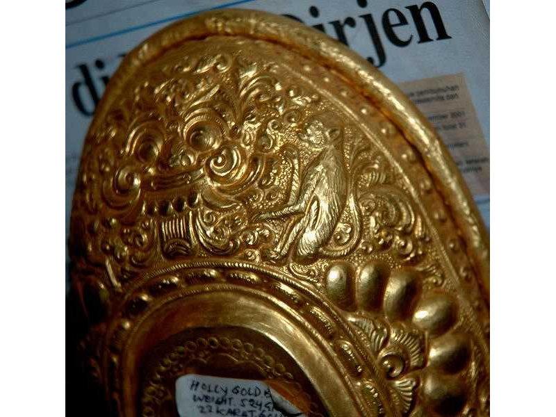 lelancang-gold-monkey-ornament.jpg