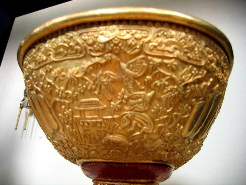 lelancang-gold-ornament-bale-pig.jpg