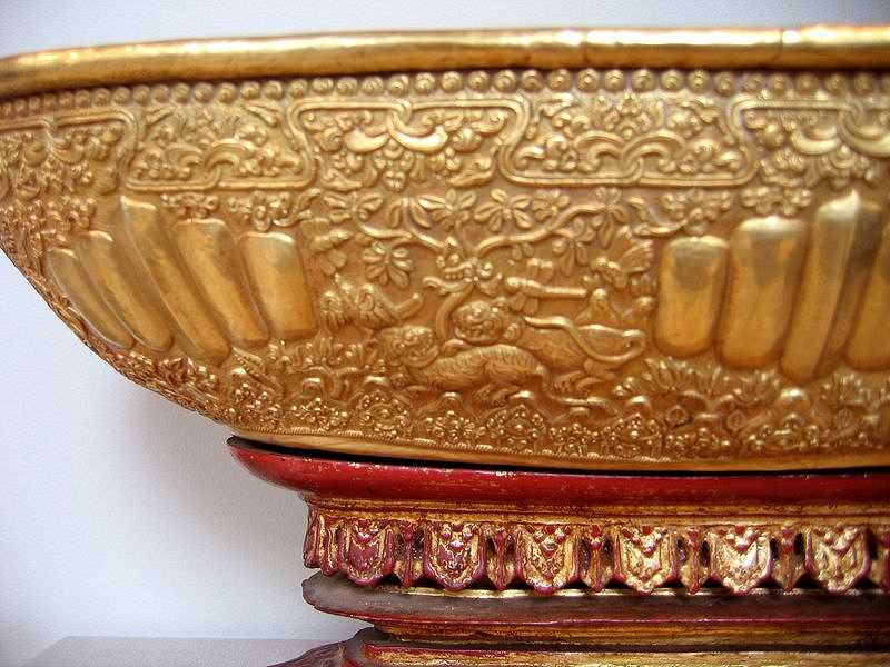 lelancang-gold-ornament-tiger.jpg