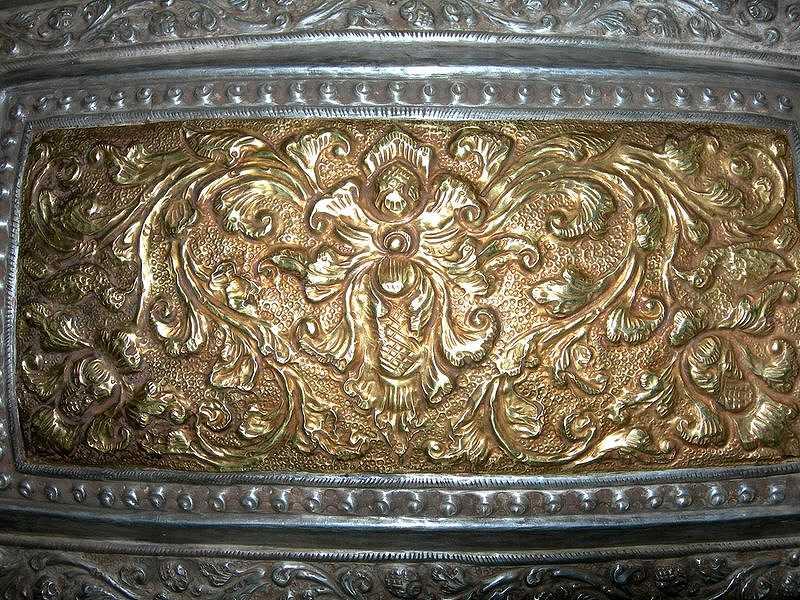 sirihbox-silver-gold-centrepiece-flower-ornament.jpg