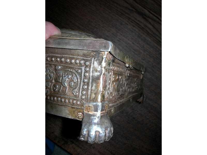 sirihbox-silver-gold-leg.jpg