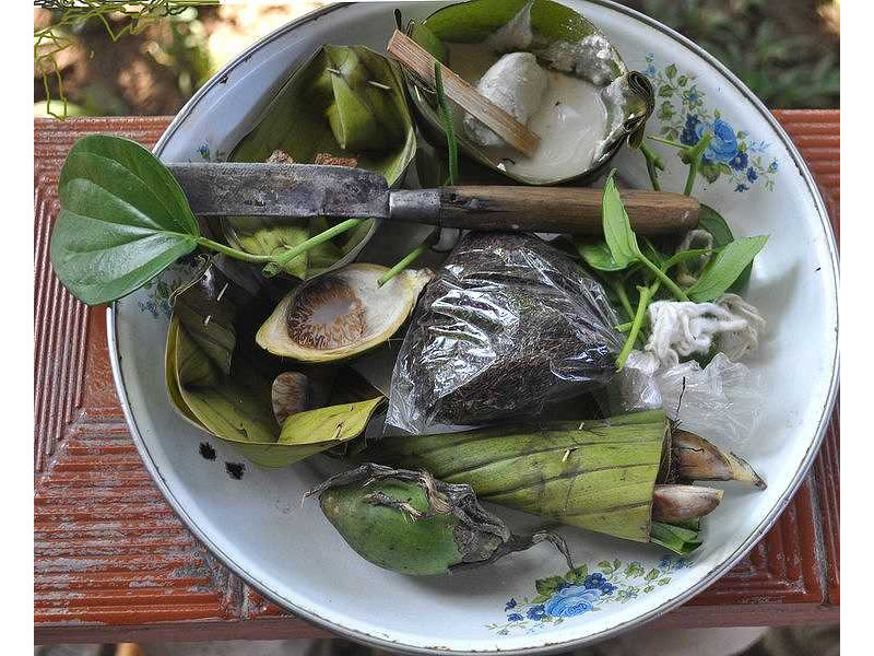 018-sirih-pinang-lime-tobacco-knife-benang-plate.jpg
