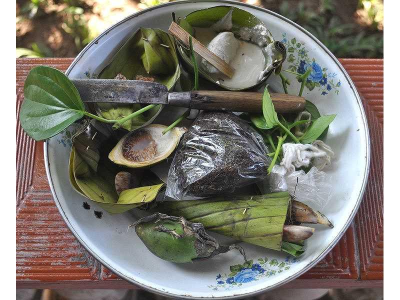 019-sirih-pinang-lime-tobacco-knife-benang-plate.jpg