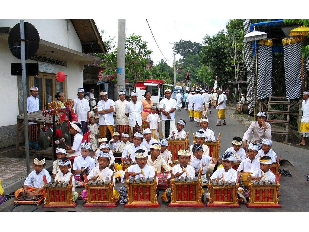 angklung-children-DYBaturiti-29.6.06-2.jpg