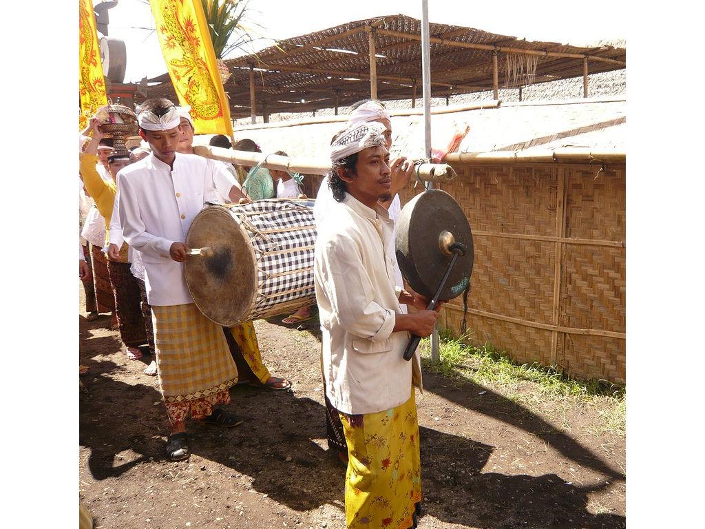 tambur-gong-offering-Ligya-Sibetan-08.jpg