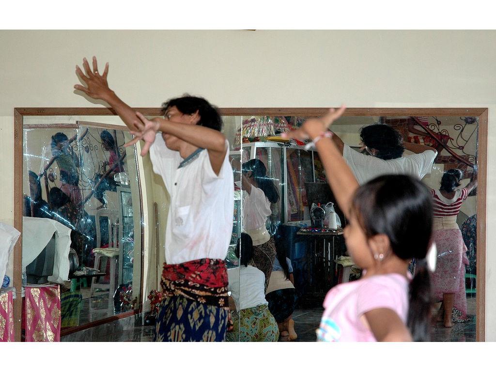 08-Ketut-dance-mirrors.jpg