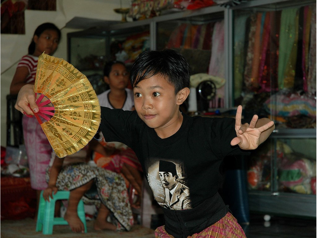 41-boy-fan-dance.jpg