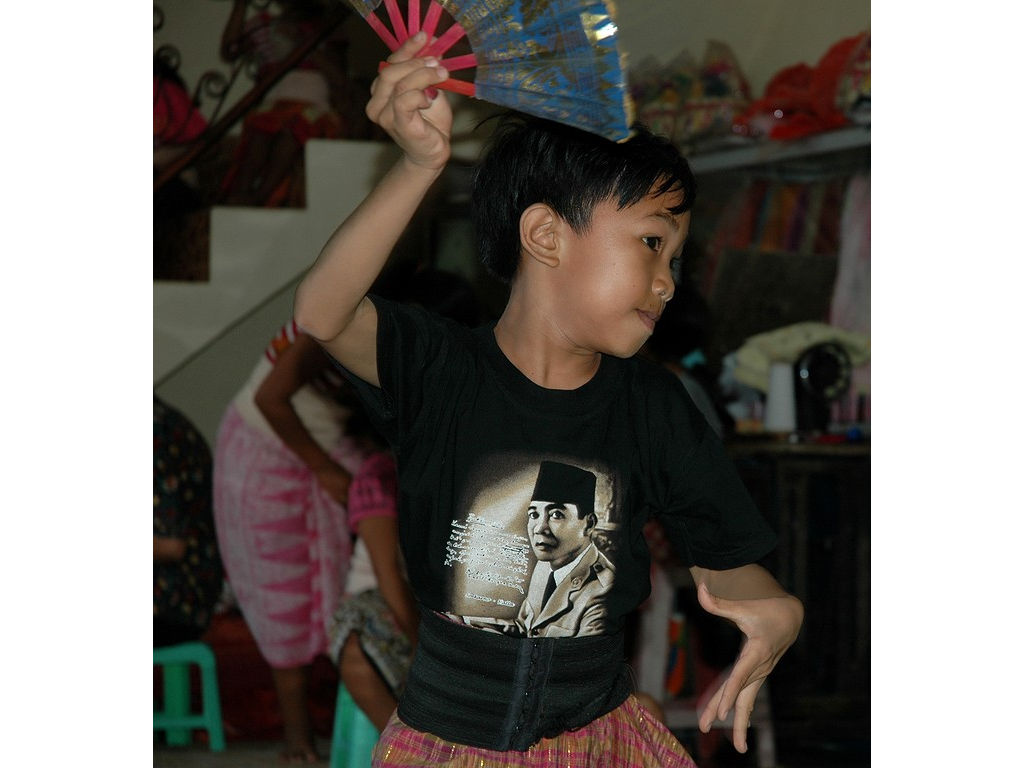 43-boy-fan-dance.jpg