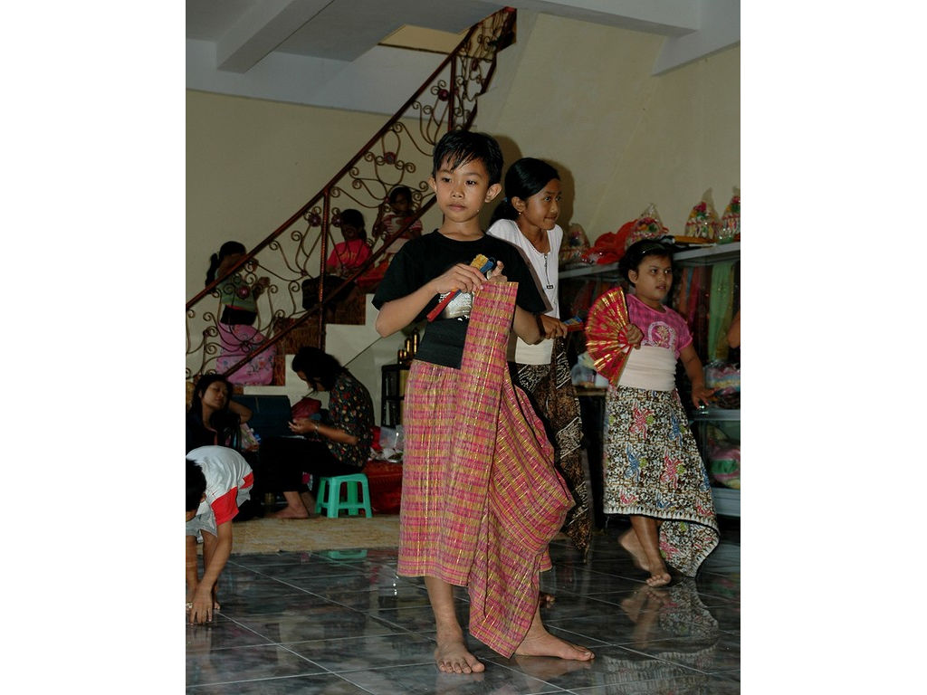 46-boy-adjusting-kain-dance.jpg