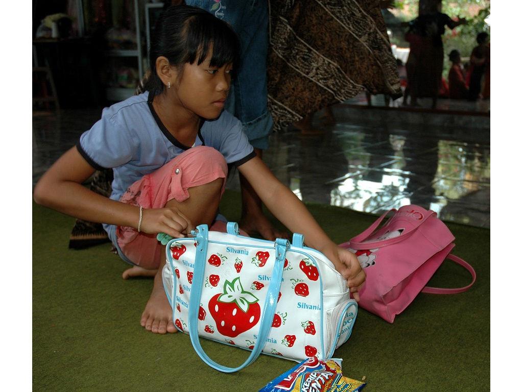 60-girl-bags.jpg