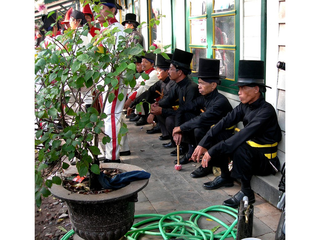 011-army-Bugis-waiting.jpg