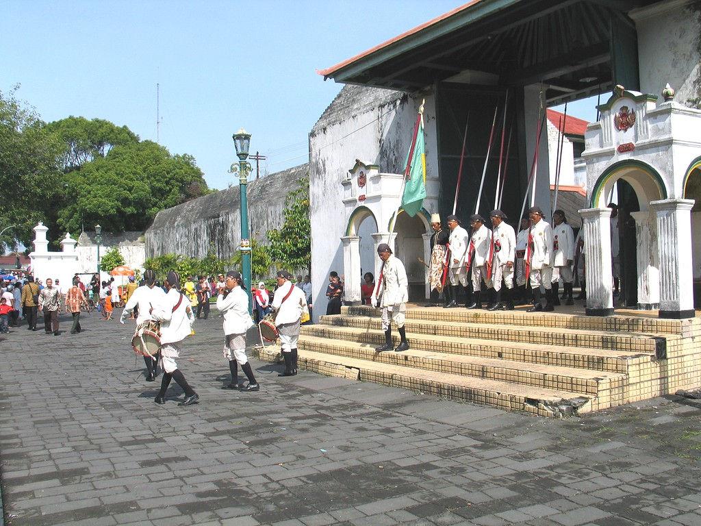 061-Dahang-gate-musicians.jpg