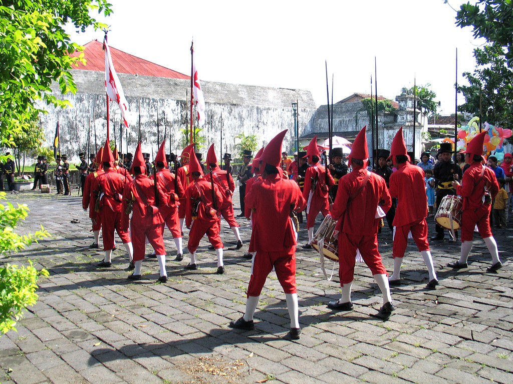 072-Wirobrojo-back-red.jpg