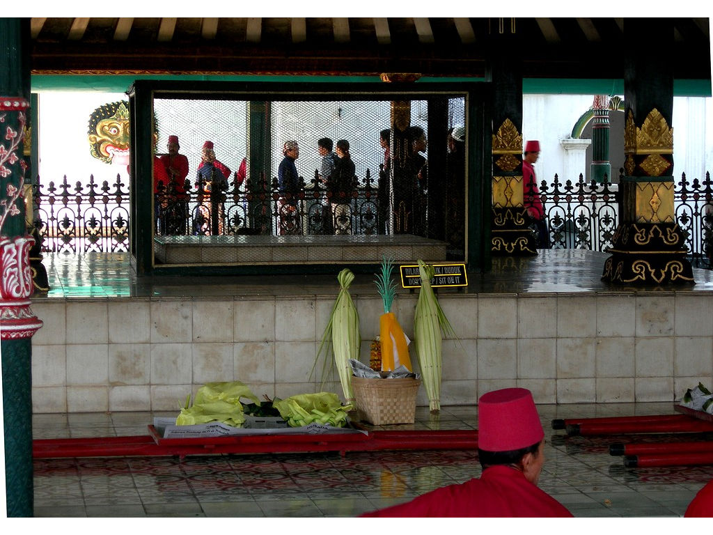 034-pavilion-lontar-offering-dragers.jpg