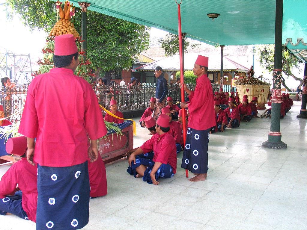 047-gunungan4-dragers-textile-plangiblue-redcoat-pavilion.jpg