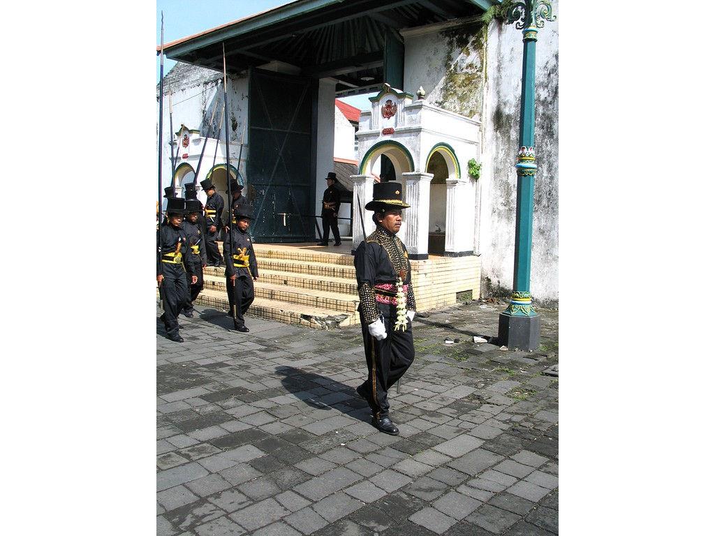 057-Bugis-leader-patola.jpg