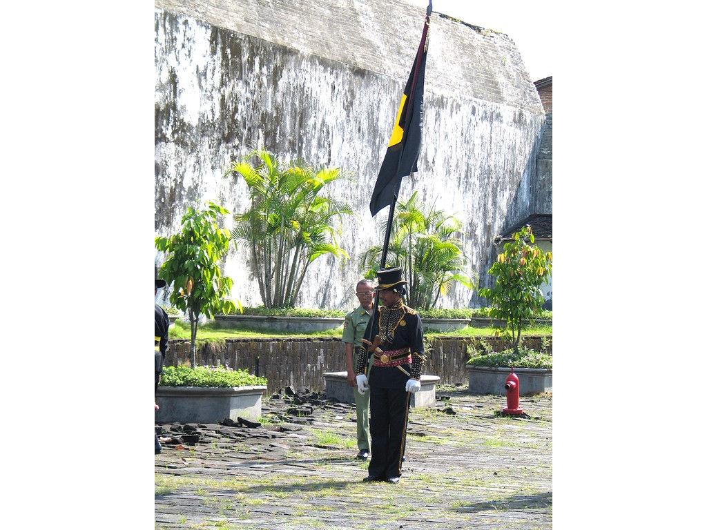 064-Bugis-flagbearer.jpg