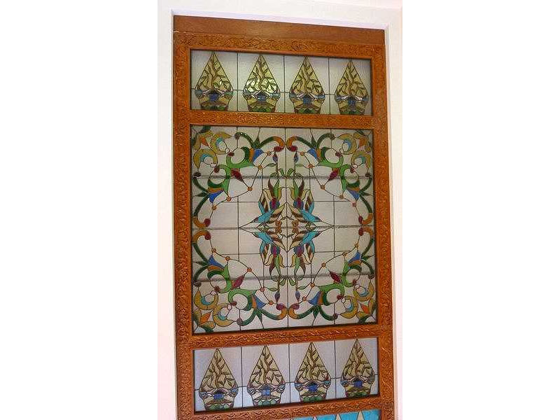 glass window-resto-gunungan-floral pattern.jpg