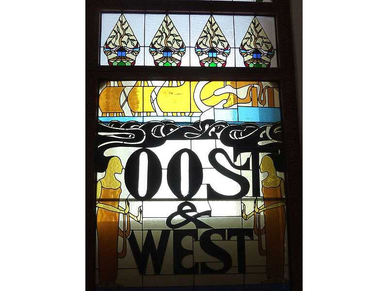 glass window-resto-gunungan-ships-oost west-humanf igures.jpg