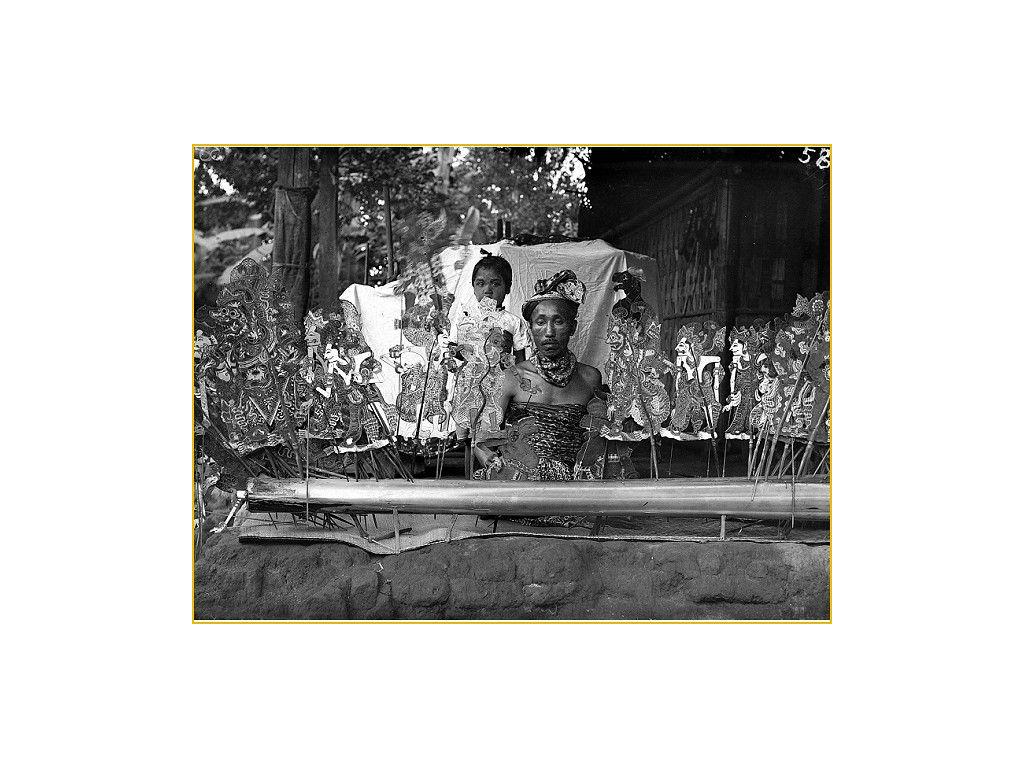 dalang-Buleleng-opstelling-1910-1925-tif.jpg