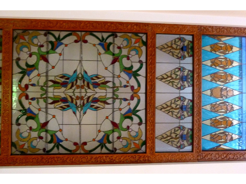 glass-window-resto-floral-panel-gunungan-wayang-Toorop.jpg