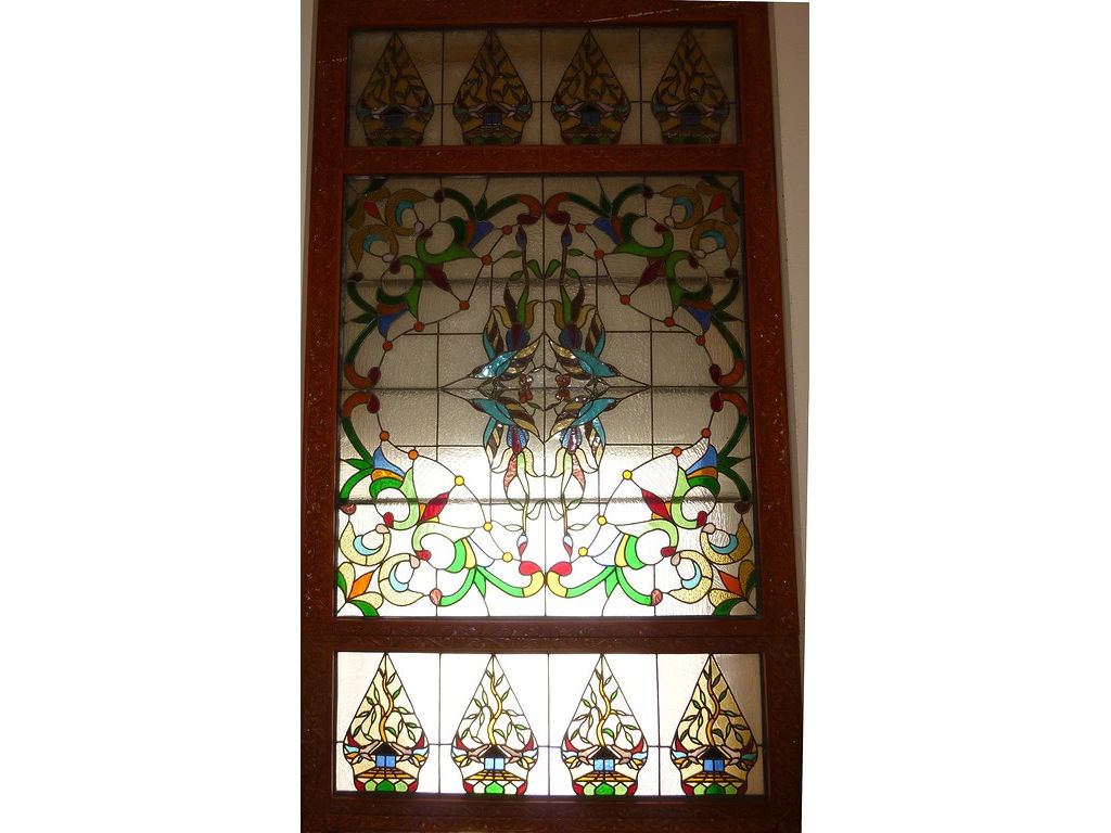 glass-window-resto-gunungan-friezes-glower-pattern.jpg