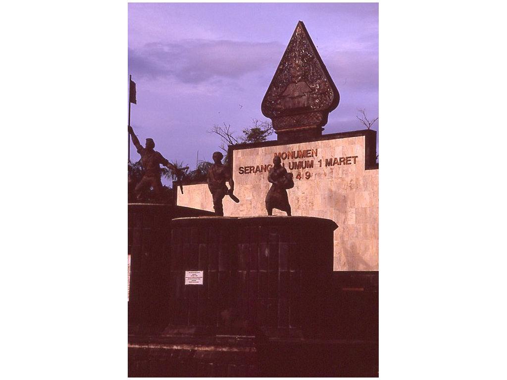 gunungan-Peranakan-monument-Yogya-2008.jpg