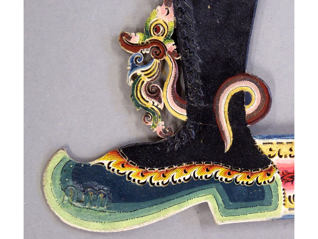 Bayu-schoen-links-met-slangenenkelband.jpg