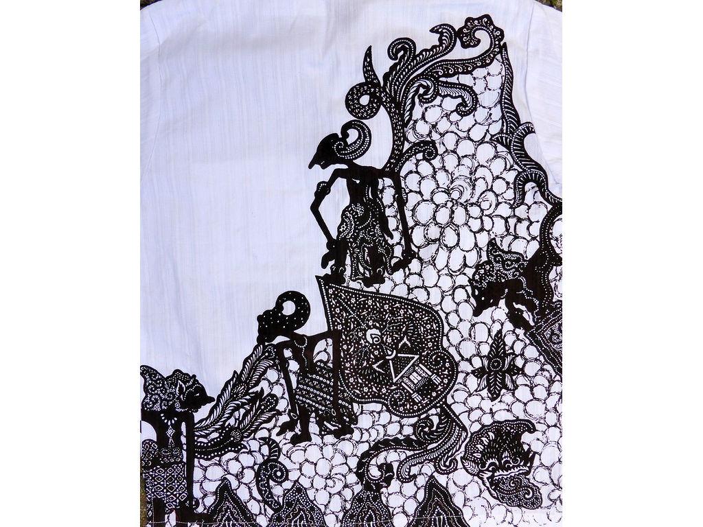 overhemd-wit-achterkant-gunungan-c.Hinzler.jpg