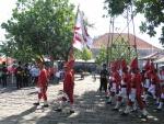 070-Wirobrojo-red-caps-flag-gulaklapa.jpg